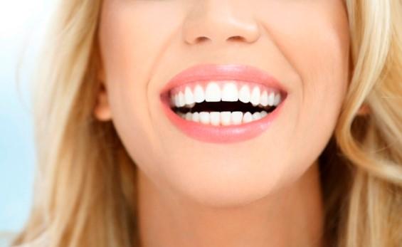 Секрет идеальной улыбки: установка виниров