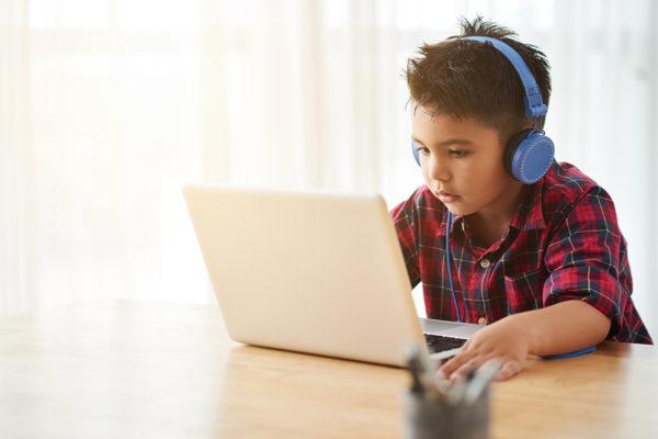 Яким навичкам необхідно навчати дитину з малих років?